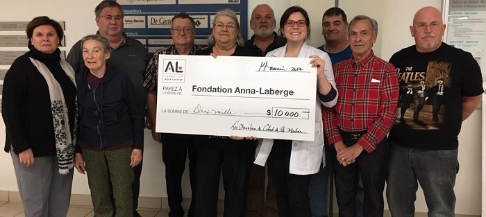 Chevaliers de Colomb Ste-Martine cheque fondation Anna-Laberge nov2017 Photo courtoisie