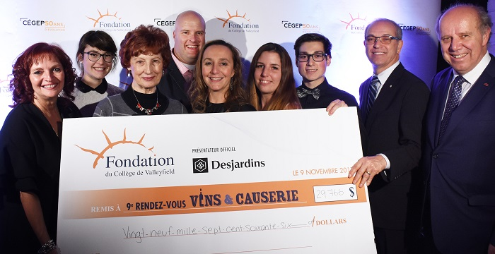 Vins et causerie 2017 Fondation College Valleyfield montant cheque Photo via ColVal