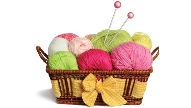 biblio tricot panier de laine brioches a tricoter Photo courtoisie Vaudreuil-Dorion