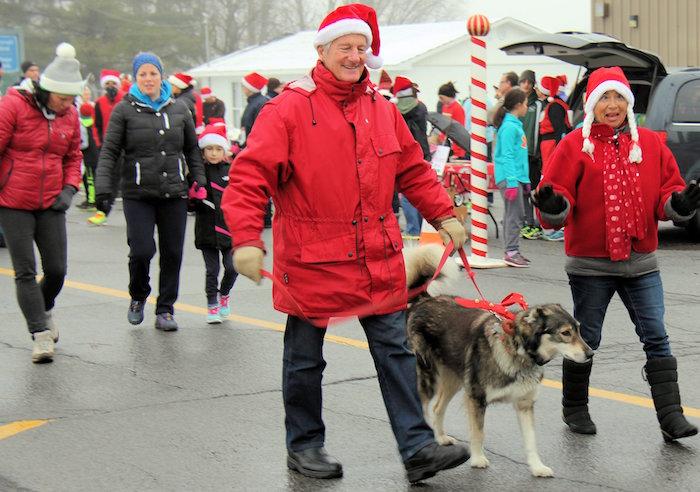course et marche Rudolphe a Ormstown participants avec chien Photo courtoisie
