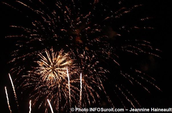 feu-artifice-2015-ciel-lumineux-etoiles-Photo-INFOSuroit_com-Jeannine_Haineault