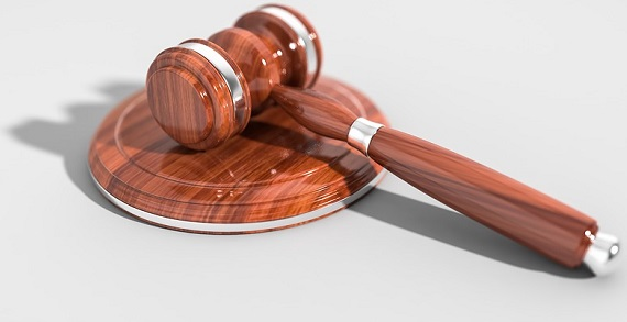 loi justice maillet juge Photo Qimono via Pixabay CC0