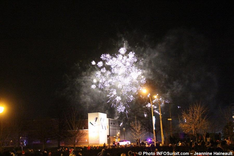 Chateauguay Histoire de Noel 2017 feu d_artifice Photo INFOSuroit-Jeannine_Haineault