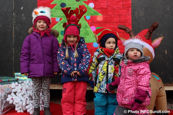 enfants-fete-de-Noel-2017-Place-du-Marche-a-Beauharnois-Photo-INFOSuroit