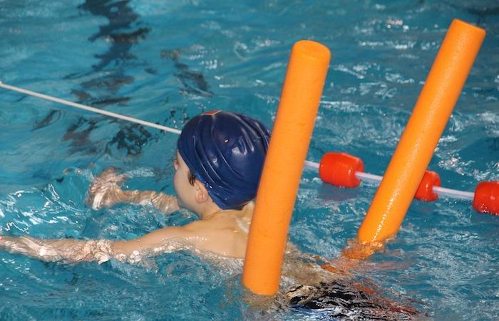 natation cours enfant loisir piscine Photo TaniaVdB via Pixabay CC0