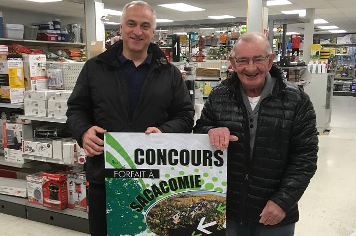 AlainDubuc avec gagnant MicheLefebvre photo CoopUnifrontieres publiee par INFOSuroit
