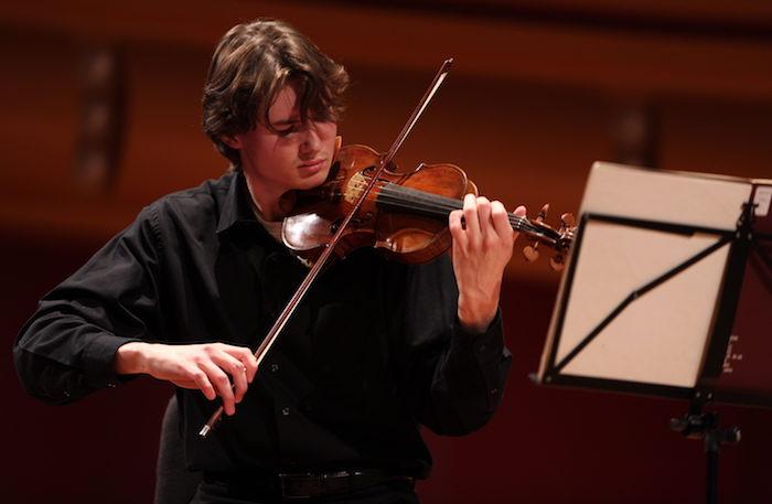 Roman_Fraser violon photo courtoisie MRC HSL publiee par INFOSuroit