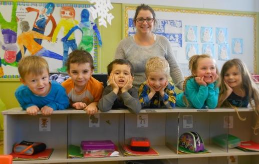 ecole maternelle inscription enfants eleves enseignante photo courtoisie CSVT via INFOSuroit