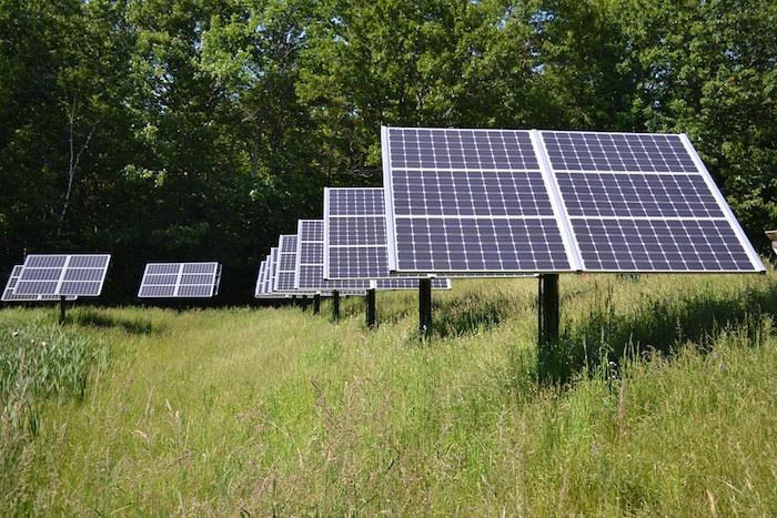 panneaux solaires energies vertes environnement photo WikimediaImages via Pixabay CC0