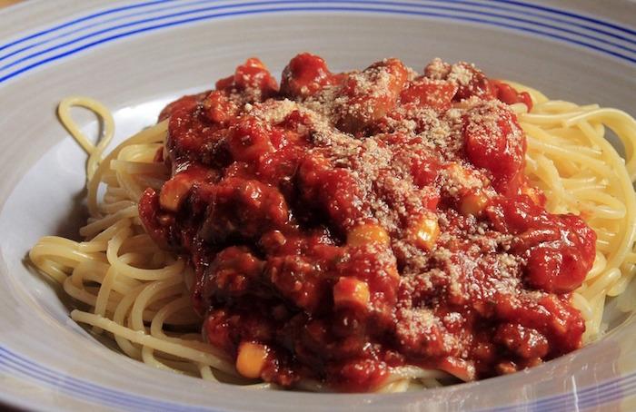 spaghetti bolognese pates alimentaires photo Kalhh via Pixabay CC0 et INFOSuroit