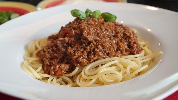 spaghetti sauce viande bolognese pates alimentaires photo RitaE via Pixabay CC0 et INFOSuroit