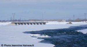 Barrage-LesCedres-depuis-parc-regional-des-iles-de-st-timothee-hiver-Photo-Jeannine-Haineault-pour-INFOSuroit