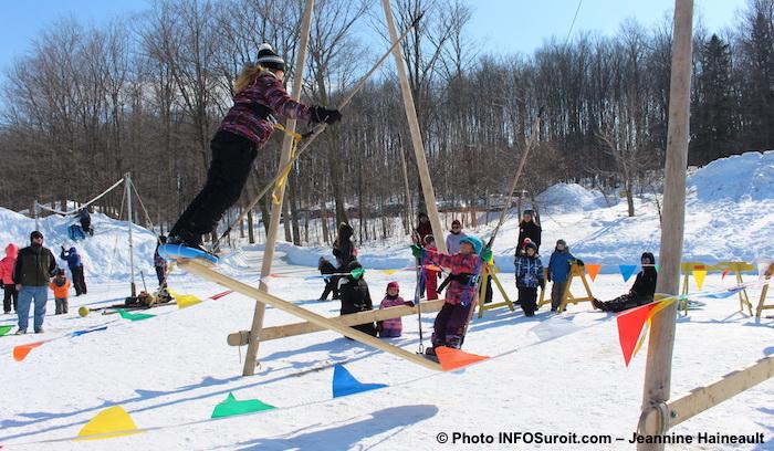 Festival Glisse et reglisse Rigaud 2018 hiver enfants jeux balancoire photo INFOSuroit-Jeannine_Haineault