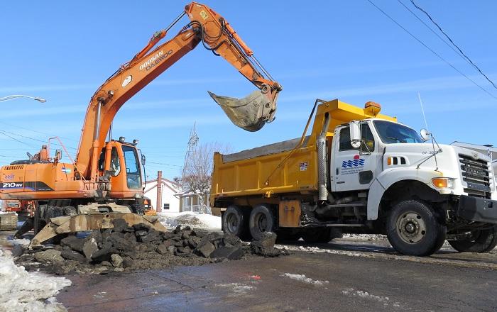 Bris_aqueduc camion excavatrice travaux urgence hiver photo courtoisie ville Valleyfield