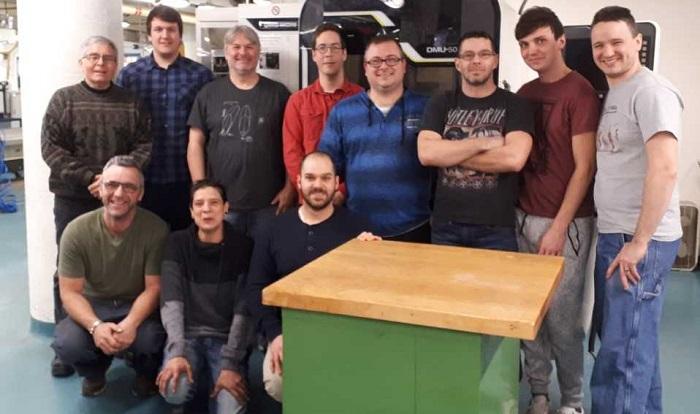 College Valleyfield fabrication mecanique finissants et enseignants photo courtoisie ColVal