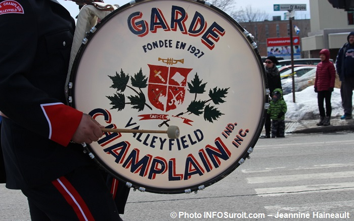 Defile St-Patrick 2017 Chateauguay musicien tambour Garde Champlain Valleyfield photo INFOSuroit-Jeannine_Haineault