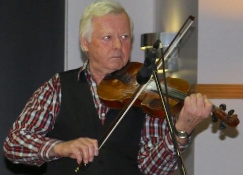 Gala folklorique St-Urbain-Premier violoniste NeilMacKay photo courtoisie publiee par INFOSuroit