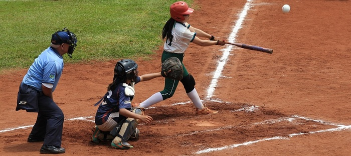 balle-molle feminine softball photo cspxbay via Pixabay CC0 et INFOSuroit