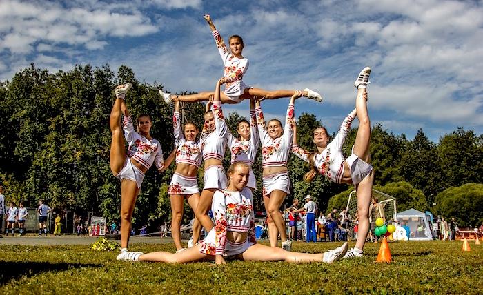 cheerleading saison estivale soccer photo Niko_Shogol via Pixabay CC0 et INFOSuroit