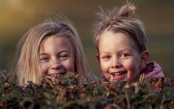 enfants sourire camp de jour jardin Photo LenkaFortelna via Pixabay CC0 et INFOSuroit