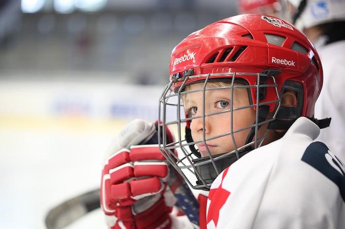 hockey joueur jeune patineur casque arena photo LuckyLife via Pixabay CC0 et INFOSuroit