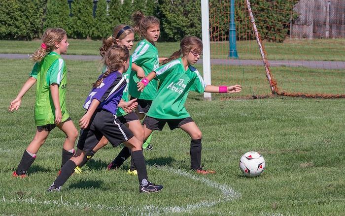 soccer filles ballon saison estivale sport photo ve2cjw via Pixabay CC0 et INFOSuroit