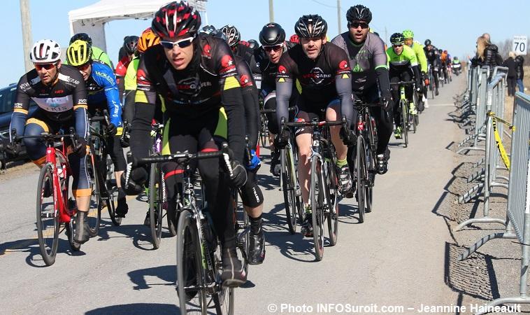 Grand prix cycliste Ste-Martine 2018 velo course cyclistes depart hommes photo INFOSuroit-Jeannine_Haineault
