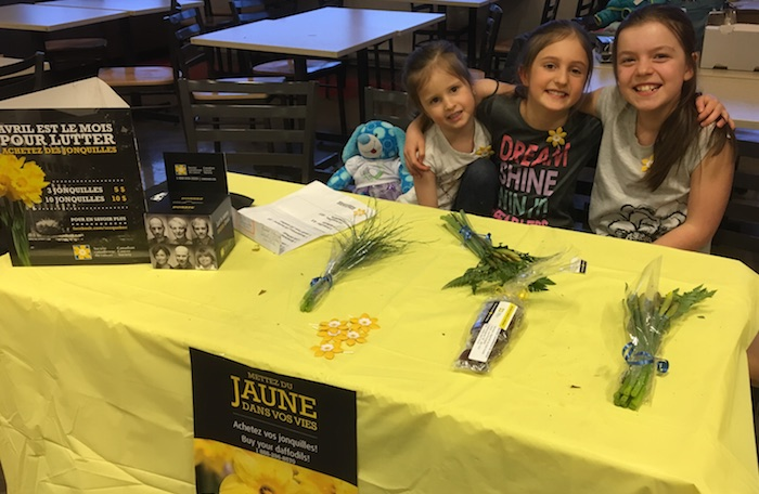 Soc can cancer jonquilles Chateauguay 2018 benevoles et releve Charlie Gabrielle et Anais photo via SCC