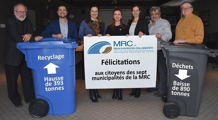 maires de la MRC de Beauharnois-Salaberry bacs recuperation et dechets felicitations photo courtoisie
