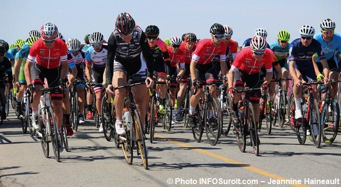 velo GP cycliste Ste-Martine 2017 depart Seniors photo INFOSuroit-Jeannine_Haineault