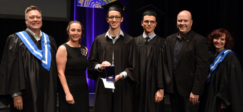 Cegep Valleyfield remise Medaille Gouverneur general 2018 a Robin_Legault photo via ColVal