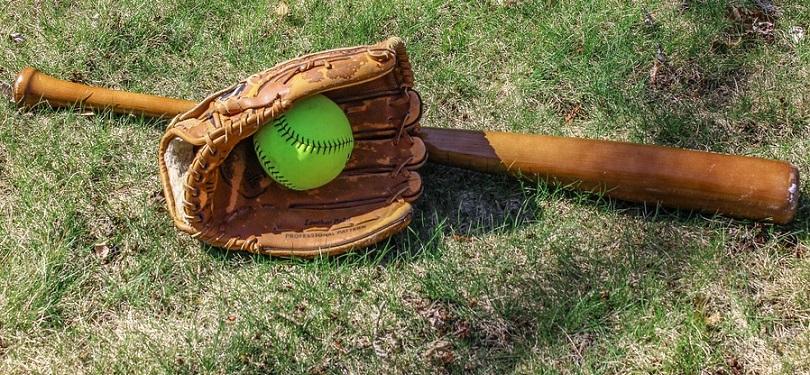 balle-molle baton baseball balle gant sport photo Ogutier via Pixabay CC0 et INFOSuroit