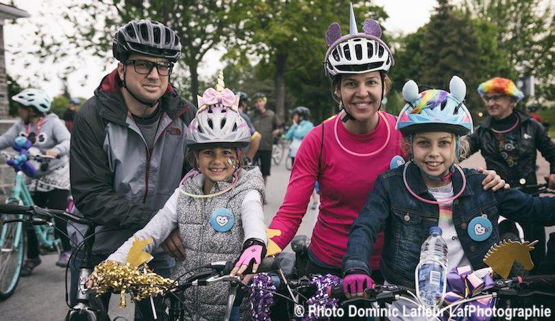 famille de cyclistes participants VireeVelo 2018 Fondation Hopital photo DominicLafleur LafPhotographie