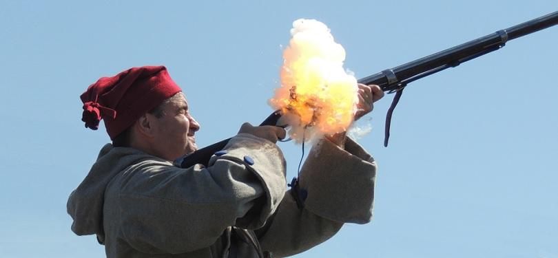 journee patriotes Maison LePailleur Chateauguay tir protocolaire fusil photo courtoisie ML