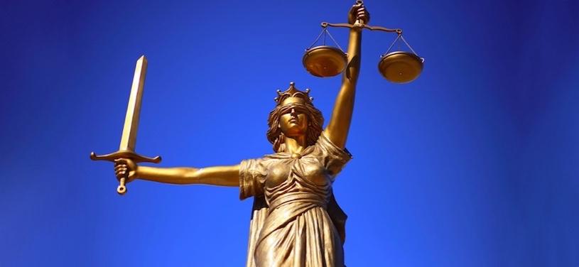 justice balance dame justice William_Cho via Pixabay CC0 et INFOSuroit 2