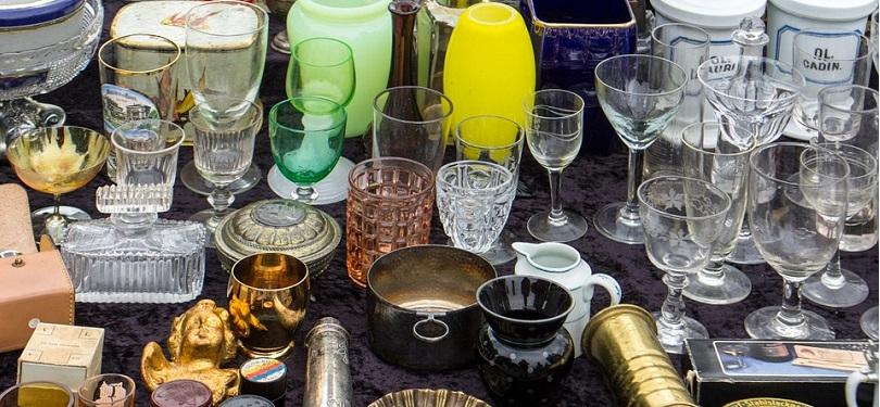 vente de garage marche aux puces verres photo Domeckopol via Pixabay CC0 et INFOSuroit