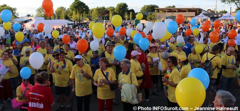 Relais-pour-la-vie-de-Beauharnois-2018-ceremonie-ouverture-avec-ballons-photo-INFOSuroit-Jeannine_Haineault