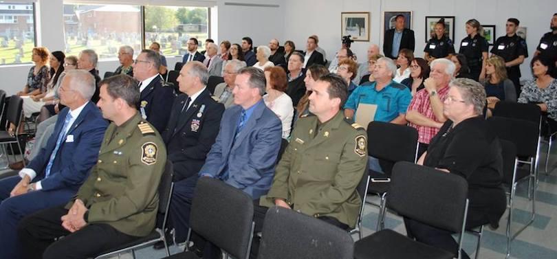 assistance ceremonie assermentation nouveau directeur police Ville Mercier photo courtoisie