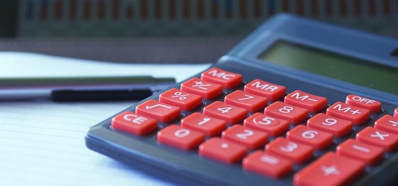 calculatrice calcul comptabilite budget taxe photo Edar via Pixabay CC0 et INFOSuroit