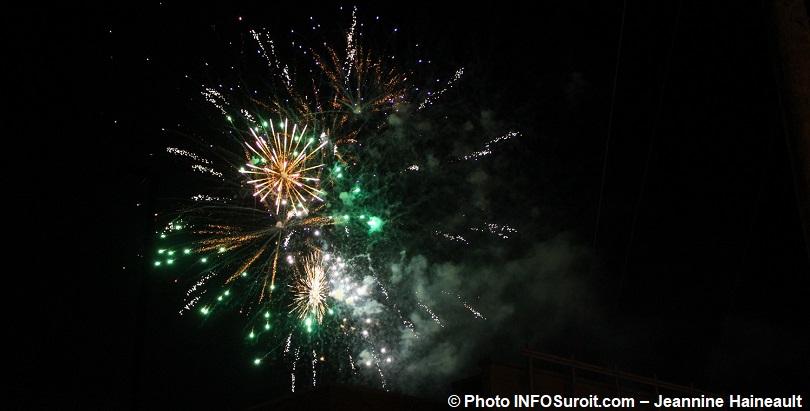 feu_d_artifice-2017-lumiere-ciel-eclaire-vert-blanc-jaune-photo-INFOSuroit-Jeannine_Haineault