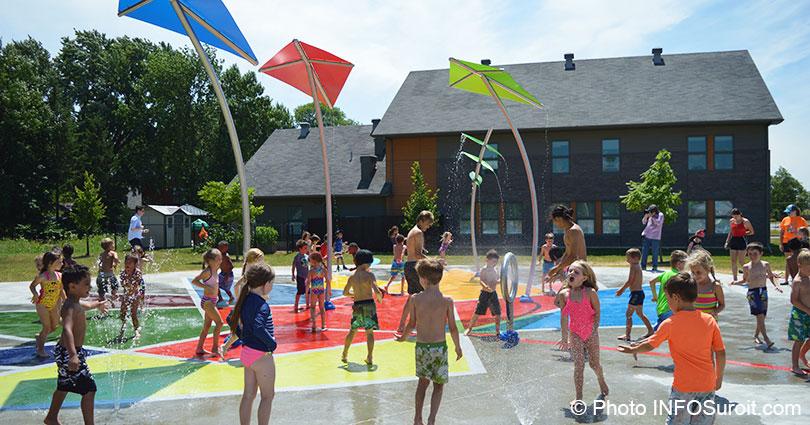 Enfants-inauguration-jeu-d_eau-Vaudreuil_Dorion-photo-INFOSuroit