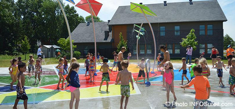 Enfants-inauguration-jeu-d_eau-parc-150e-photo-INFOSuroit