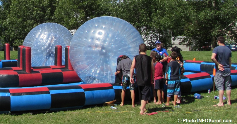 Fete familiale de Saint-Louis-Gonzague familles jeux gonflables bubble soccer photo INFOSuroit