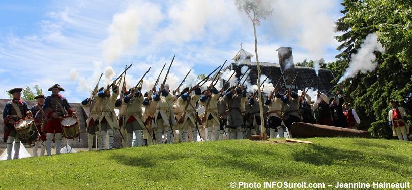 Seigneuriales-de-Vaudreuil-Dorion-2018-soldat-epoque-Nouvelle-France-tir-plantation-du-Mai-photo-INFOSuroit-Jeannine_Haineault