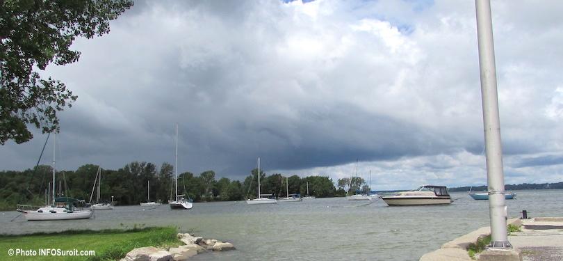 bateaux mouillage petite baie lac St-Louis pres parc Riverain a Beauharnois photo INFOSuroit