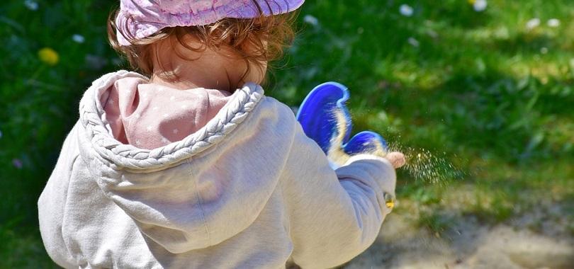 enfant jouet saison estivale parc photo RitaE via Pixabay CC0 et INFOSuroit_com
