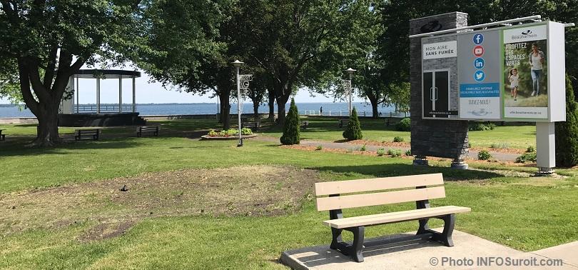 parc Sauve a Beauharnois avec rotonde enseigne et banc pres lac St-Louis 2017 photo INFOSuroit
