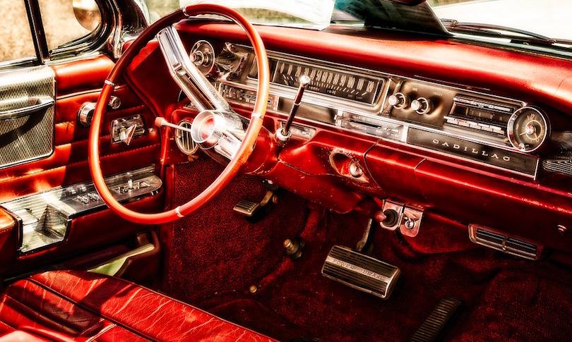 voiture ancienne antique retro exposition Cadillac Photo Tama66 via Pixabay CC0 et INFOSuroit