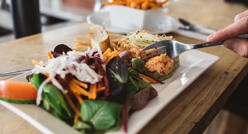 Bistro_Cafe_Delices de Beauharnois assiette tartare salade photo courtoisie CLD
