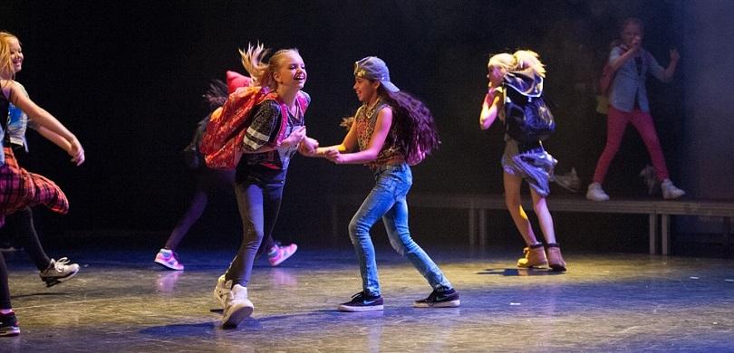 cours danse hiphop photo Czijp0 via Pixabay CC0 et INFOSuroit
